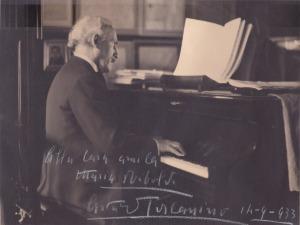 Arturo_Toscanini_al_pianoforte
