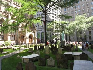 800px-trinity_church_cemetery_nyc_9109